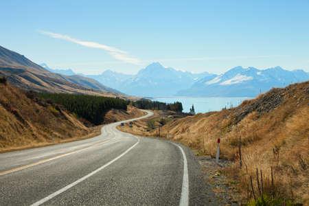 마운트 쿡 국립 공원, 뉴질랜드에 경치 좋은 도로