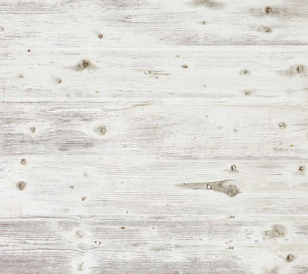 白く塗られた古い木製ボード