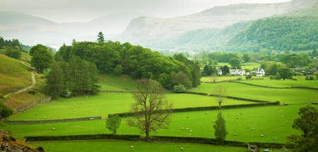 春、湖水地方、カンブリア州、英国の英国の田舎 写真素材