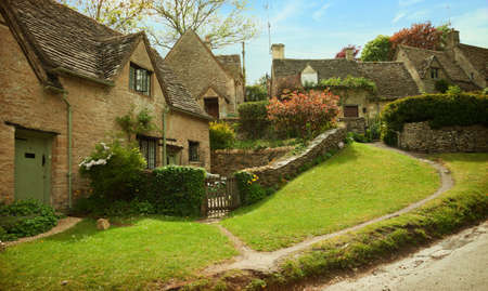 lake dwelling: Traditional Cotswold cottages in England, UK. Stock Photo