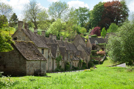 cotswold: Bibury. Arlington Row: Cotswold stone cottages  in beautiful spring day. England, UK. Stock Photo