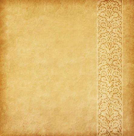ベージュ色の背景。東洋の飾りと古紙。