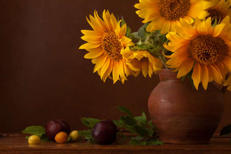 myrobalan: Bouquet of sunflowers and ripe cherry plums with copy space.  Fragment.  Focus on the left flower