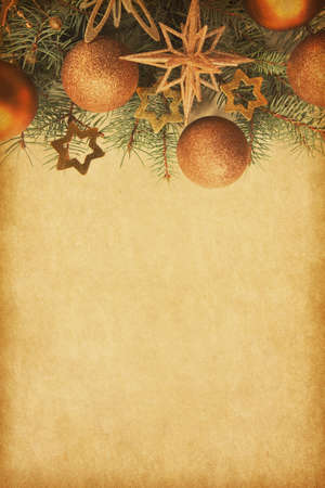 letras de oro: Fondo de papel amarillento con la frontera de la Navidad.
