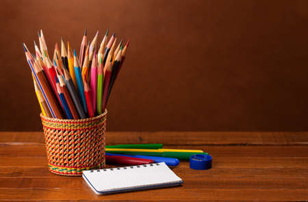 lapiz y papel: School equipment  on wood background.   Back to school concept.