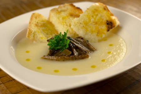 starter: Cauliflower Soup with Mushrooms and toast Stock Photo