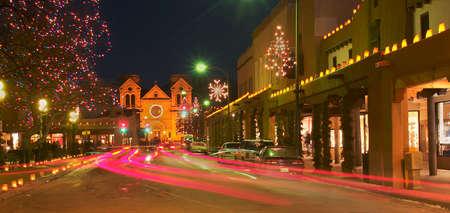 Santa Fe met kerstverlichting.