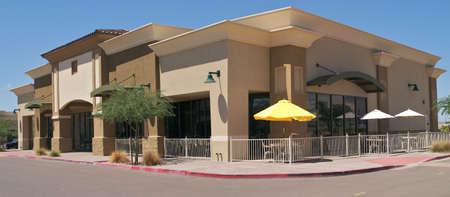 centro comercial: Nueva tienda en una franja comercial.