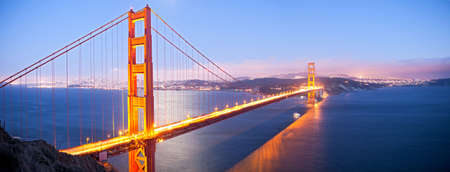 Golden Gate Bridge at dusk, with San Francisco in back. Фото со стока - 8250399