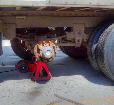 axle: Repairing brakes on a heavy trailer