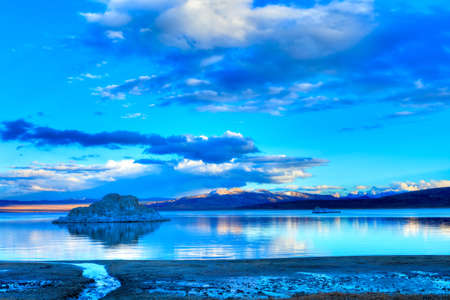 inyo national forest: Tufas in Mono Lake at sunset
