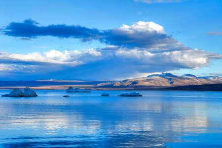 inyo national forest: Tobas en el Lago Mono al atardecer.