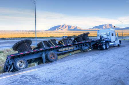 Camion glisser dans un fossé Banque d'images - 30977021