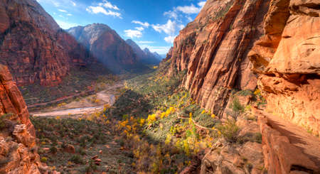 Trail leading to Angels Landin, in Zion National Park. Imagens - 33885323