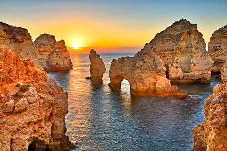 프라이 아 드 Albandeira - 일몰, 포르투갈 Algarve의 아름 다운 해안