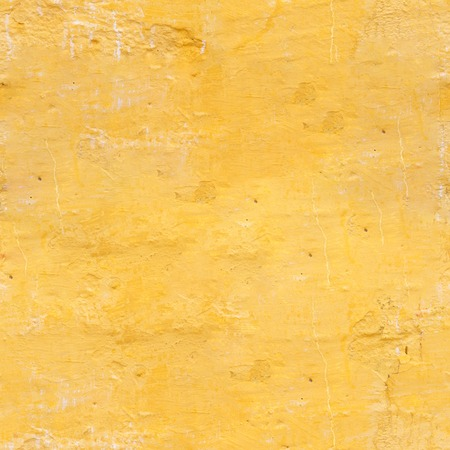 The old wall of the apartment house in yellow color. Texture of the peeled surface. Banque d'images