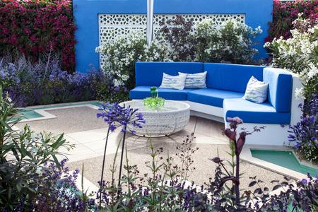 Ruhige Gartenlandschaft Standard-Bild - 49194525