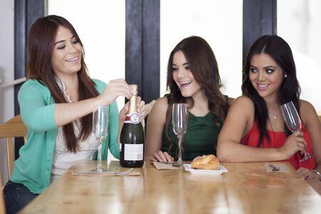 best: Best friends drinking champagne