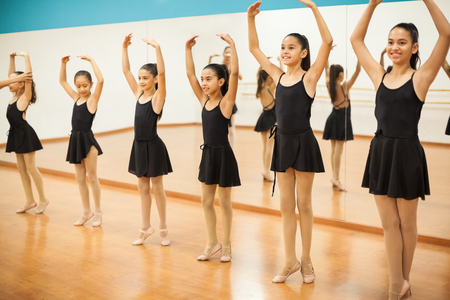 Group of girls practicing some ballet in a dance class at school Zdjęcie Seryjne - 56599236