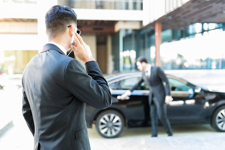 Protection agent in suit getting constant updates through earpiece to avoid danger Standard-Bild