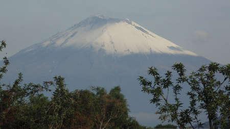 vista del volcan popocatepetl pasivo y sin erupcciones
