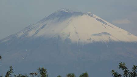 una vista mas del volcan popocatepetl sin actividad Stock fotó