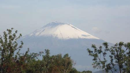 un dia claro para contemplar el volcan