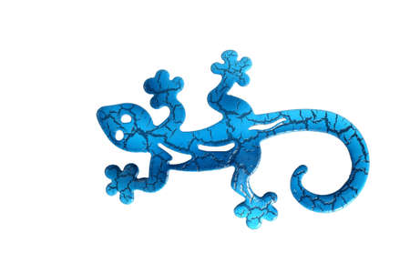 salamandra: Lagarto metal azul sobre un fondo blanco aislado