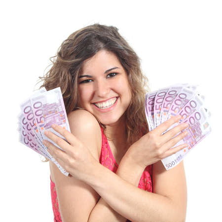 dinero euros: Mujer sosteniendo y mostrando una gran cantidad de quinientos billetes en euros con las dos manos aisladas en un fondo blanco Foto de archivo