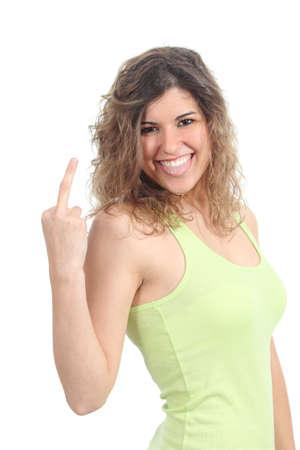 sacar la lengua: Hermosa chica adolescente que muestra el dedo medio aislado en un fondo blanco