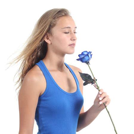 wind of rose: Hermosa mujer sosteniendo y oliendo una rosa azul aislado en un fondo blanco Foto de archivo
