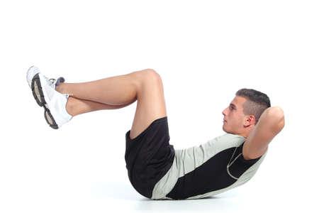 hombres haciendo ejercicio: Hombre haciendo abdominales aisladas sobre un fondo blanco