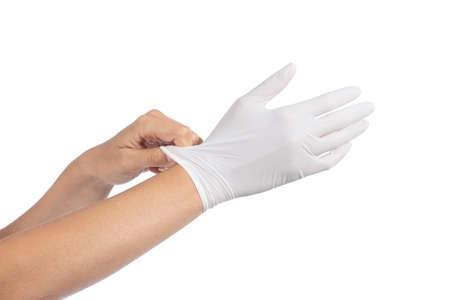Handen vrouw die op een latex handschoenen geïsoleerd op een witte achtergrond
