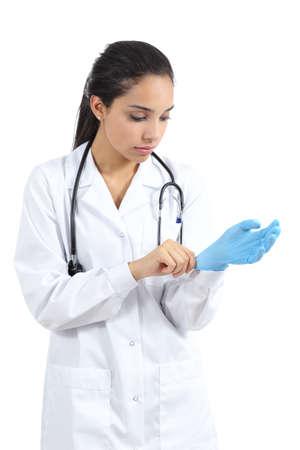 kesztyű: Arab női orvos üzembe latex kesztyű elszigetelt fehér alapon Stock fotó