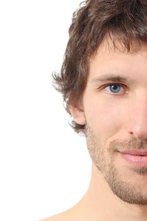 half and half: Facial cerca de una mitad de la cara hombre atractivo aislado en un fondo blanco