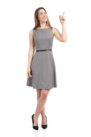 흰색 배경에 고립 된 측면을 가리키는 서 여자의 몸 전체