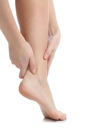manos y pies: Concepto de dolor de una mujer de las manos el tobillo captura aislado en un fondo blanco Foto de archivo