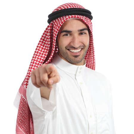 Árabes Unidos Arabia hombre que apunta a la cámara aislada en un fondo blanco
