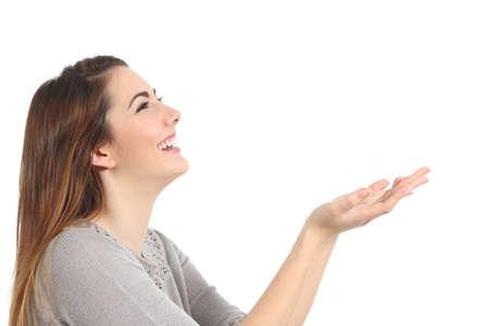 何か空白の白い背景の分離を保持している幸せな女性のプロフィール 写真素材