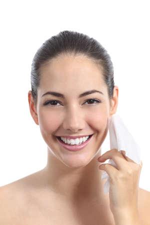 얼굴과 얼굴을 청소하는 아름 다운 여자는 흰색 배경에 고립 닦아