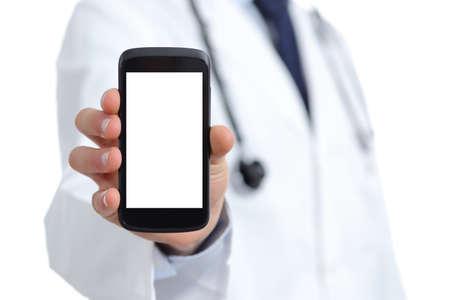 医師の手、白い背景上に分離されて空白のスマート フォンの画面のアプリの表示
