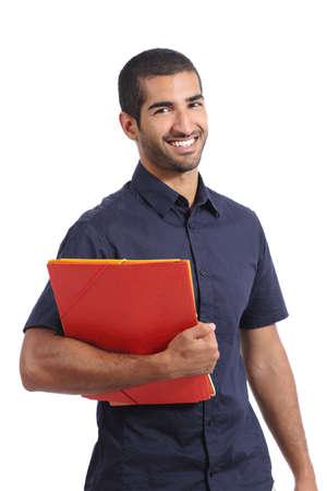 educadores: Adulto Estudiante del hombre �rabe casual de pie posando sosteniendo carpetas aislado en un fondo blanco