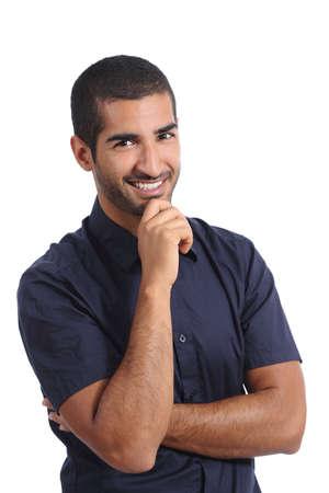 매력적인 아랍 잠겨있는 사람이 생각하고 카메라를 찾고 흰색 배경에 고립 된