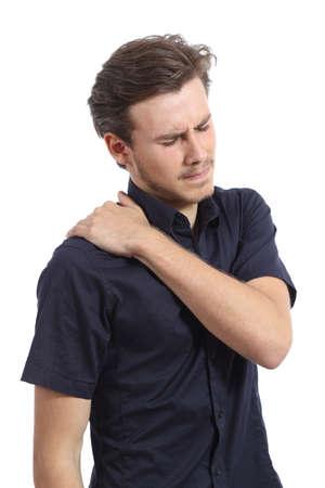 epaule douleur: Homme avec douleur à l'épaule et de la main appuyant isolé sur un fond blanc