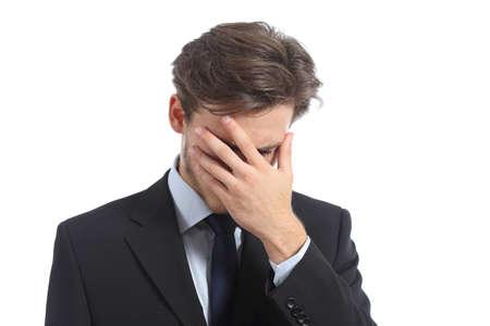 ashamed: Hombre preocupante o verg�enza que cubre su cara con la mano aislado en un fondo blanco Foto de archivo