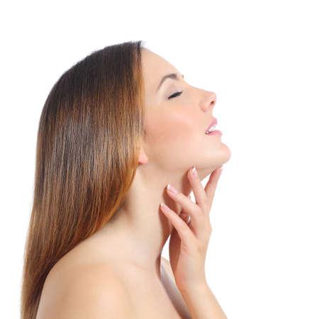 nariz: Perfil de una mujer hermosa con la piel perfecta y manicura aislados en un fondo blanco Foto de archivo