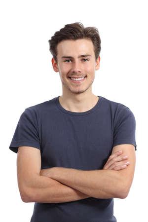 poses de modelos: Frente retrato de un joven con los brazos cruzados aislados sobre un fondo blanco