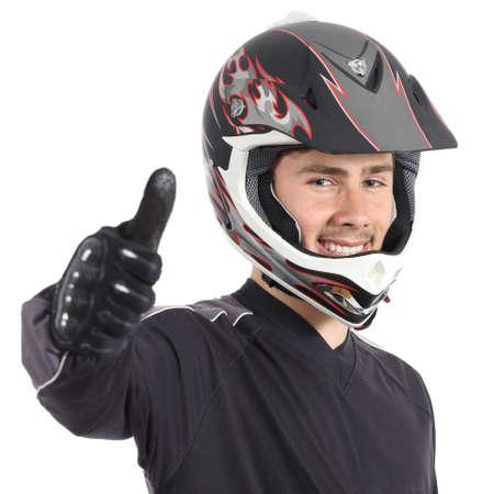 해피 모터 바이커 남자 gesturing 엄지 손가락에 격리 된 흰색 배경