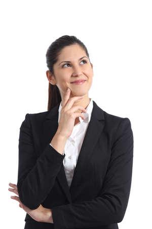 persona pensando: Pensamiento empresaria feliz y mirando hacia los lados aislado en un fondo blanco