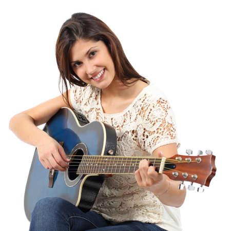 clases: Músico mujer tocando la guitarra en un curso aislado en un fondo blanco Foto de archivo